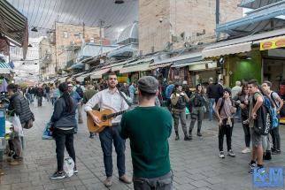 Self-promotion-in-shuk-Mahane-Yehuda